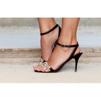 Женские босоножки на каблуке – залог удачного образа