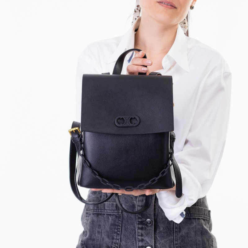 Рюкзак жіночий чорний з емблемою Oliaver