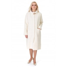 Кардиган-пальто жіноче білого кольору на гудзиках на довгий рукав до колін з брошкою