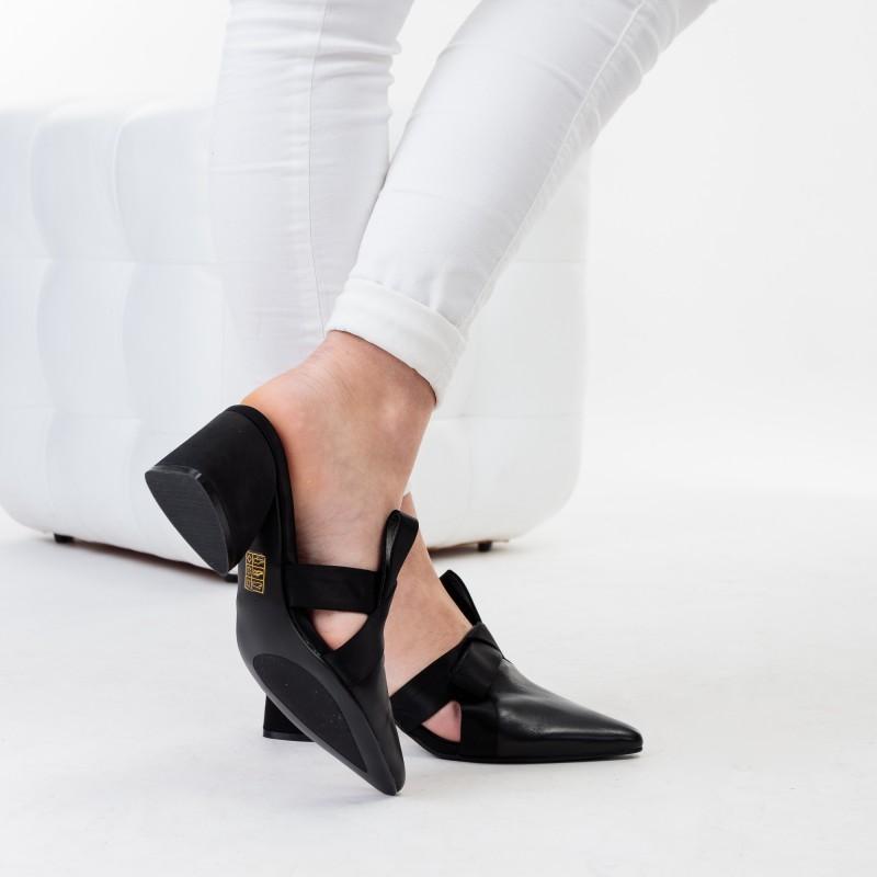 Шльопанці жіночі чорні з гострим носком Angelo Vera