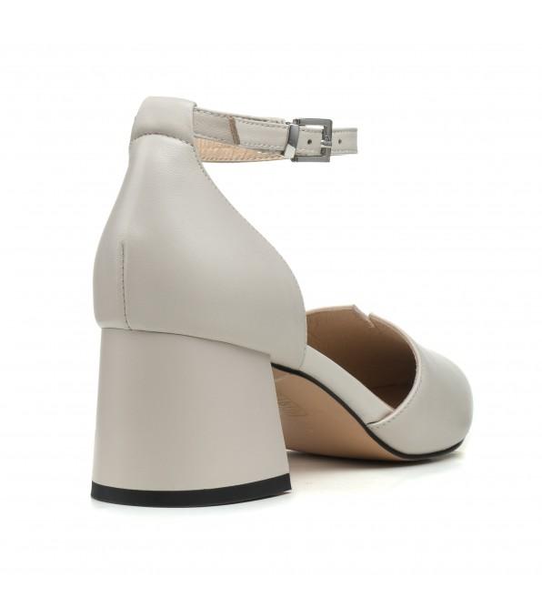 Босоніжки жіночі шкіряні на каблуке Angelo Vera