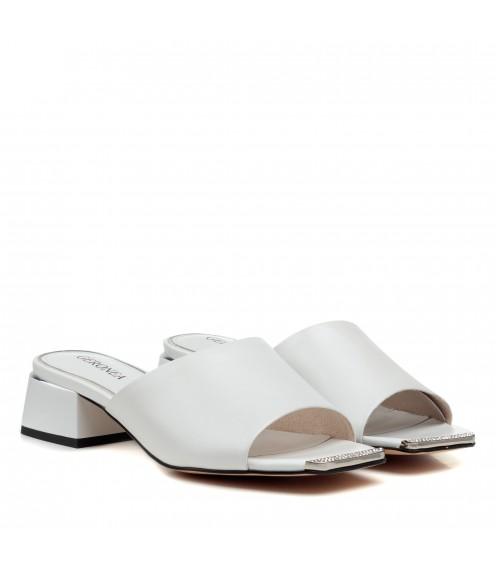 Шльопанці жіночі шкіряні білі на каблуці Geronea