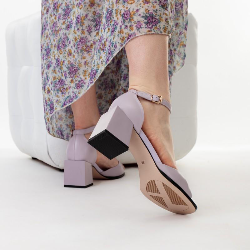 Босоніжки шкіряні бузкові на широкому каблуку Geronea
