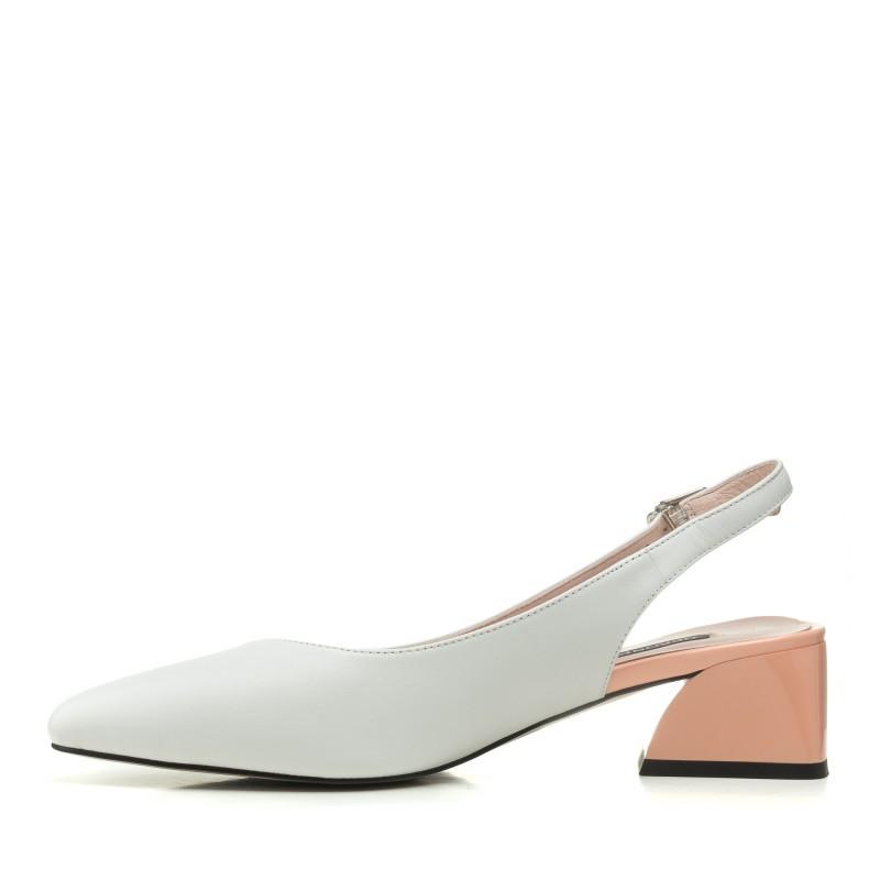 Босоніжки жіночі шкіряні білі з закритим носком Geronea
