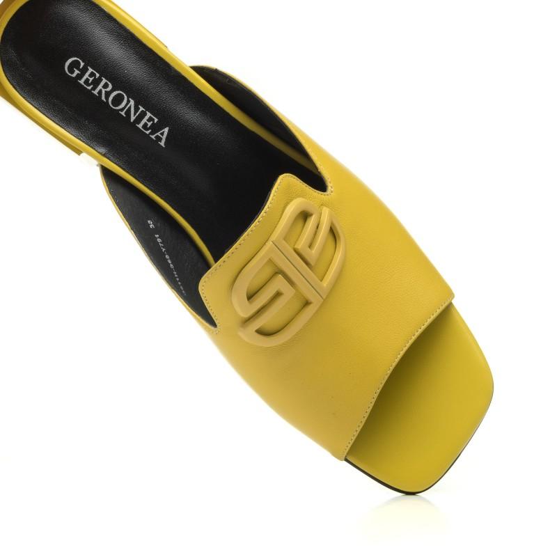 Шльопанці жіночі шкіряні жовті на каблуці Geronea