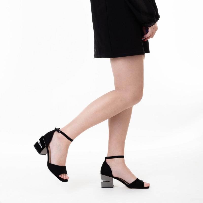 Босоніжки жіночі чорні на середньому каблуці Aiformaria