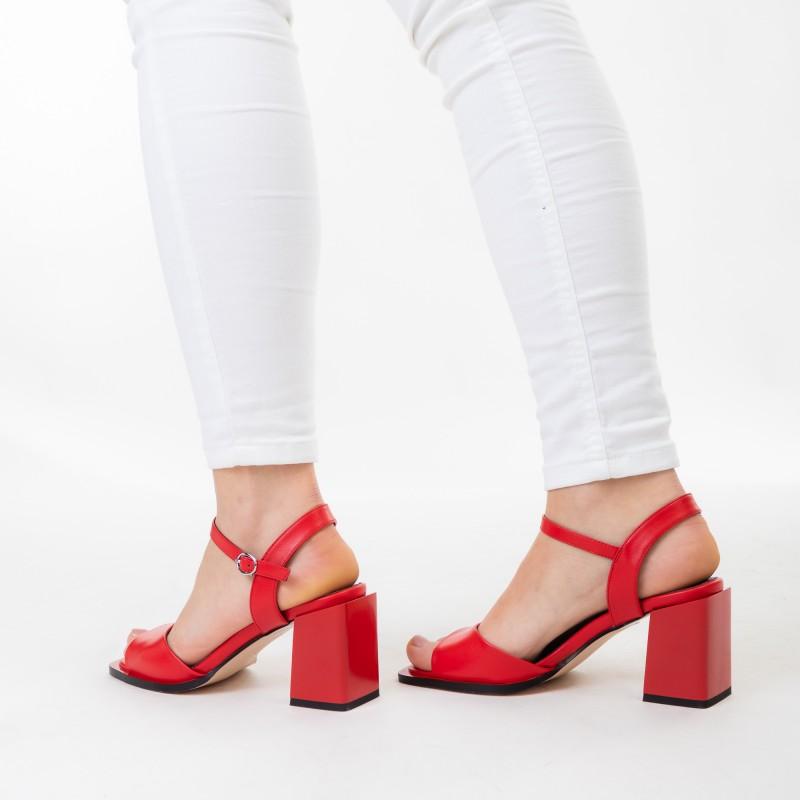 Босоніжки червоні на товстому каблуку Aiformaria