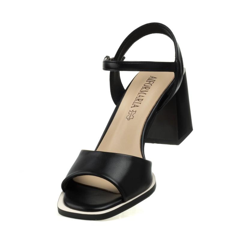 Босоніжки чорні на товстому каблуку Aiformaria