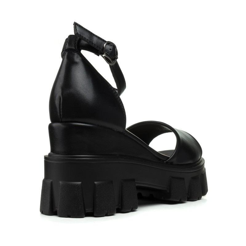 Босоніжки жіночі чорні на танкетці Aiformaria