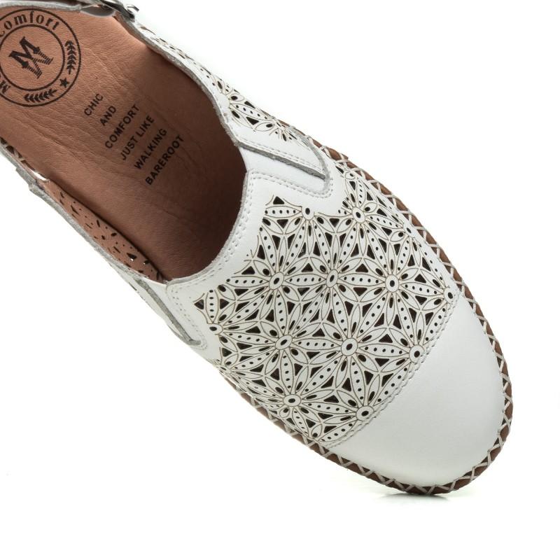 Босоніжки жіночі білі шкіряні з закритим носком Meegocomfo