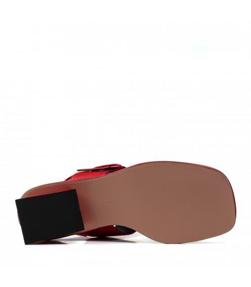 Босоніжки жіночі шкіряні, червоні, на низькому каблуці DEENOOR
