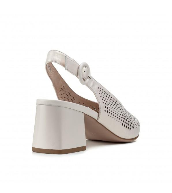 Босоніжки жіночі шкіряні кремові на стійкому каблуку