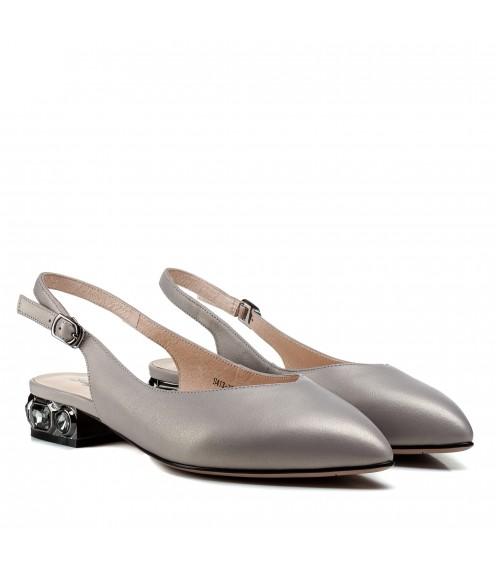 Босоніжки жіночі шкіряні сірі на товстому каблуку