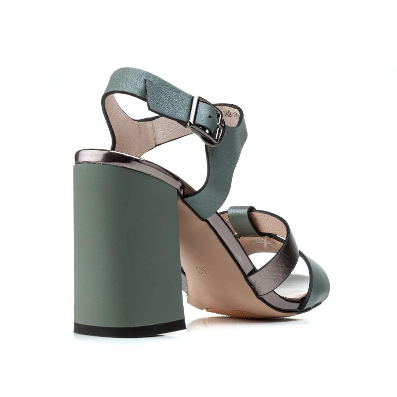 Босоніжки жіночі шкіряні зелені на товстому каблуку