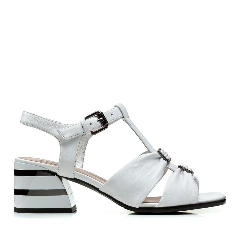 Босоніжки жіночі шкіряні білі на товстому каблуку Polann