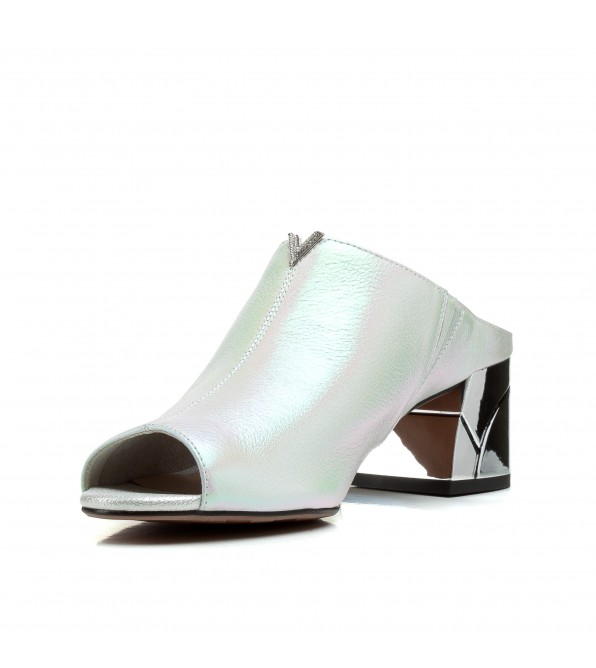 Шльопанці жіночі шкіряні білі на каблуку Polann