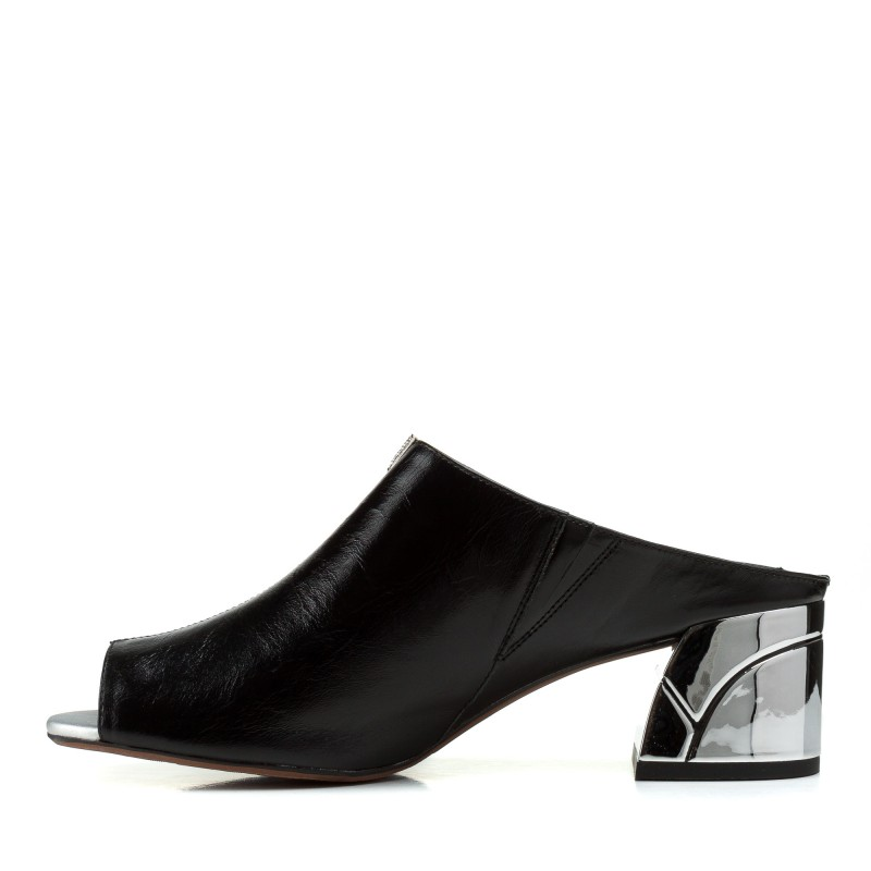 Шльопанці жіночі шкіряні чорні на каблуку Polann