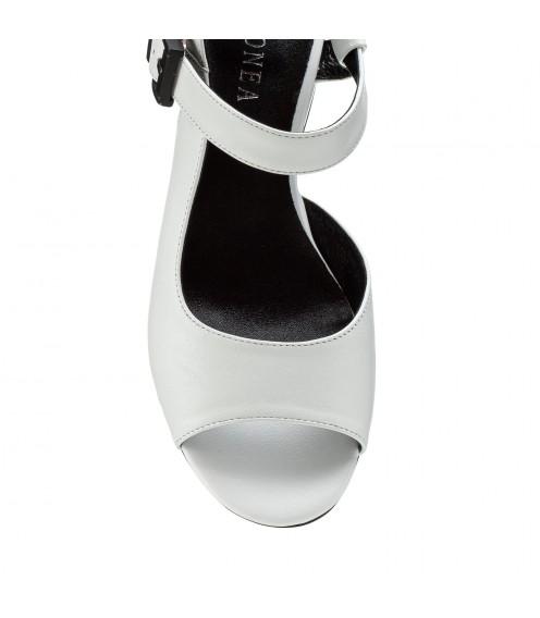 Босоніжки жіночі шкіряні білі на товстому каблуку