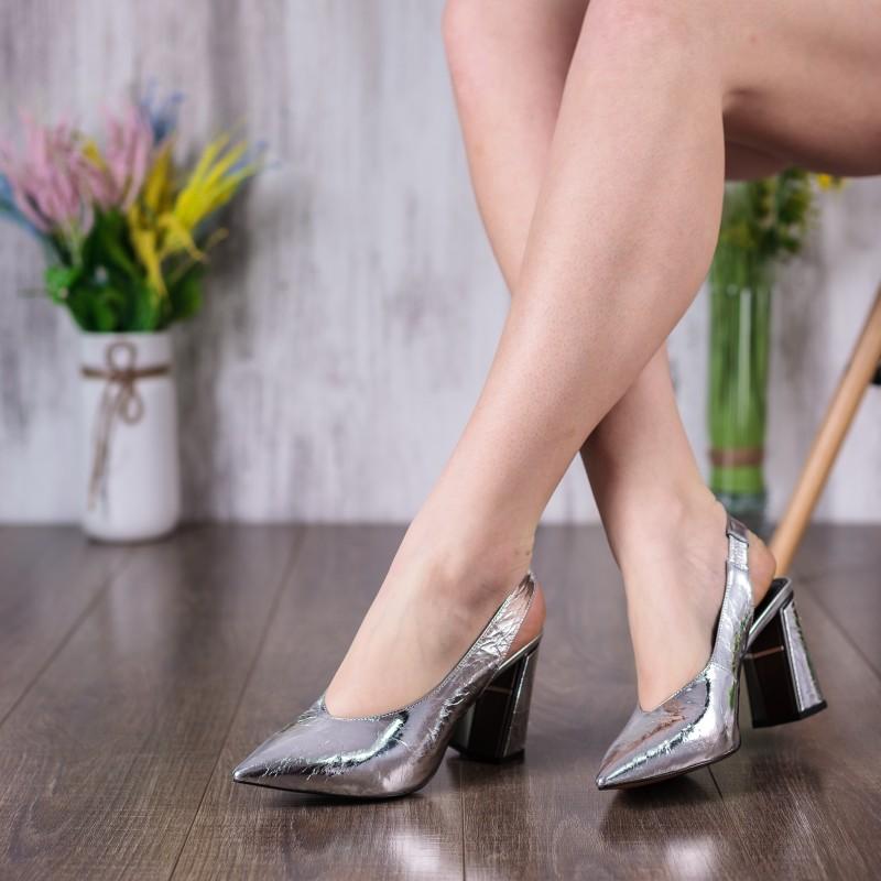 Босоніжки жіночі шкіряні, сріблясті, на каблуці, з гострим носком DOVETOLY