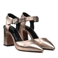 Босоножки женские кожаные, серебристые, с закрытым носком, на каблуке DOVETOLY