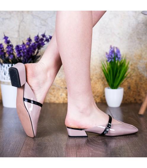 Шльопанці жіночі шкіряні бежеві на товстому каблуку Vidorcci