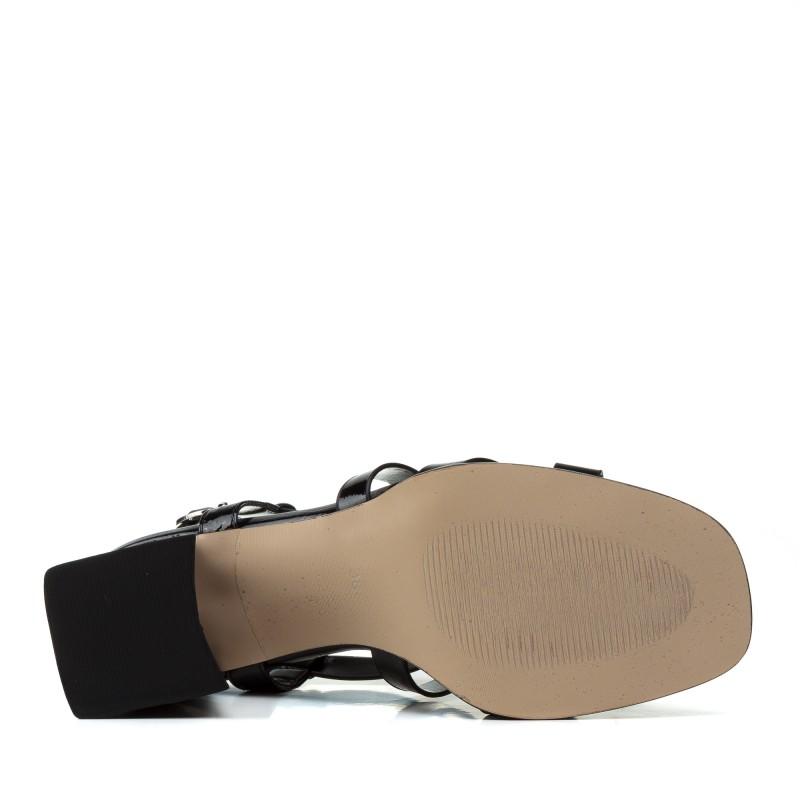 Босоніжки жіночі чорні, лакові, на каблуці Aiformaria