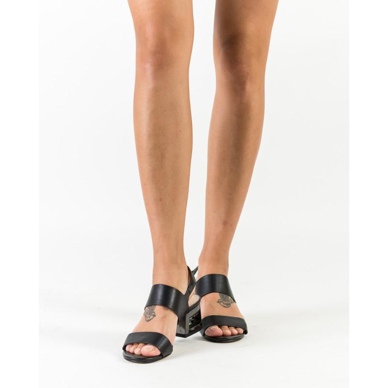 Босоніжки жіночі шкіряні, чорні, на низькому каблуці BROCOLI