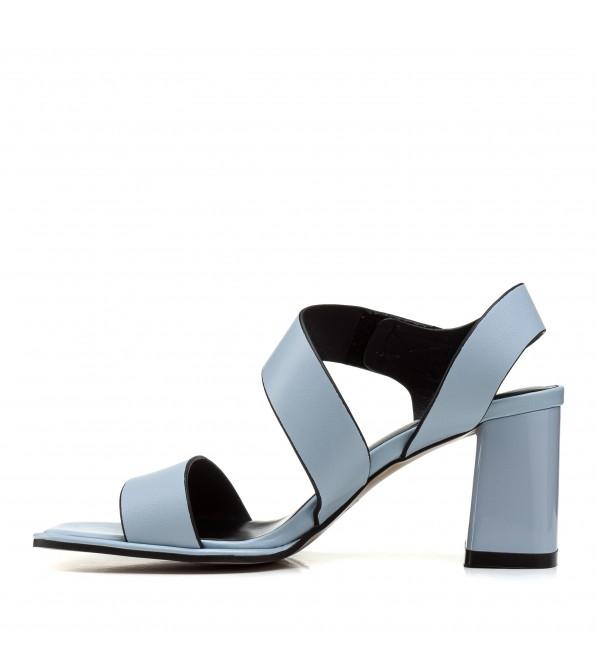 Босоніжки жіночі шкіряні блакитні на стійкому каблуку
