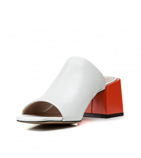 Шльопанці жіночі шкіряні білі  на товстому каблуку