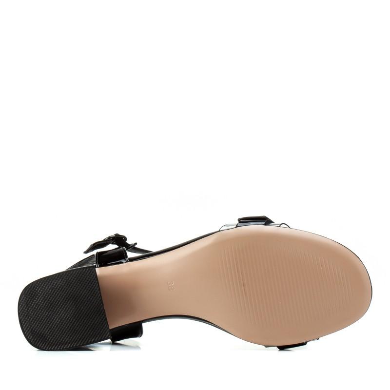Босоніжки жіночі шкіряні чорні на стійкому каблуку