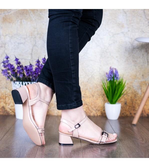 Босоніжки жіночі шкіряні бежеві на стійкому каблуку