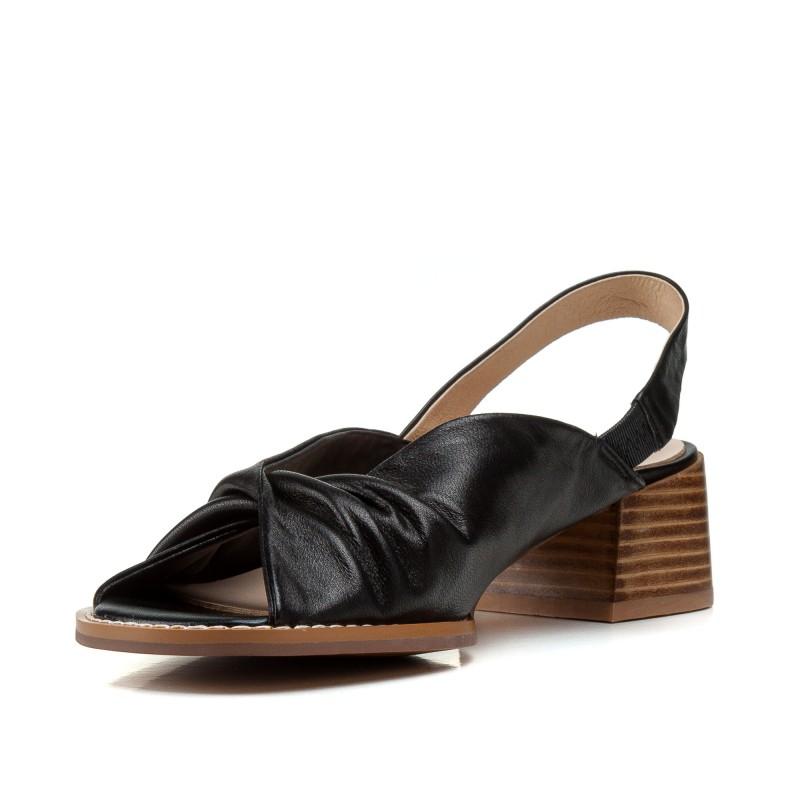 Босоніжки жіночі шкіряні чорні на товстому каблуку