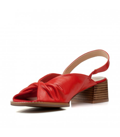 Босоніжки жіночі шкіряні червоні на товстому каблуку