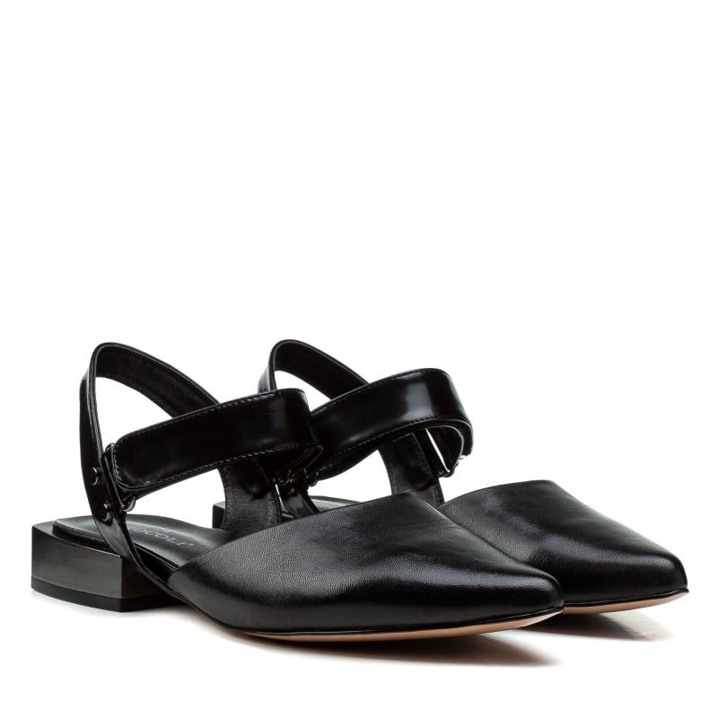 Босоніжки жіночі шкіряні чорні на низькому каблуку Brocoli