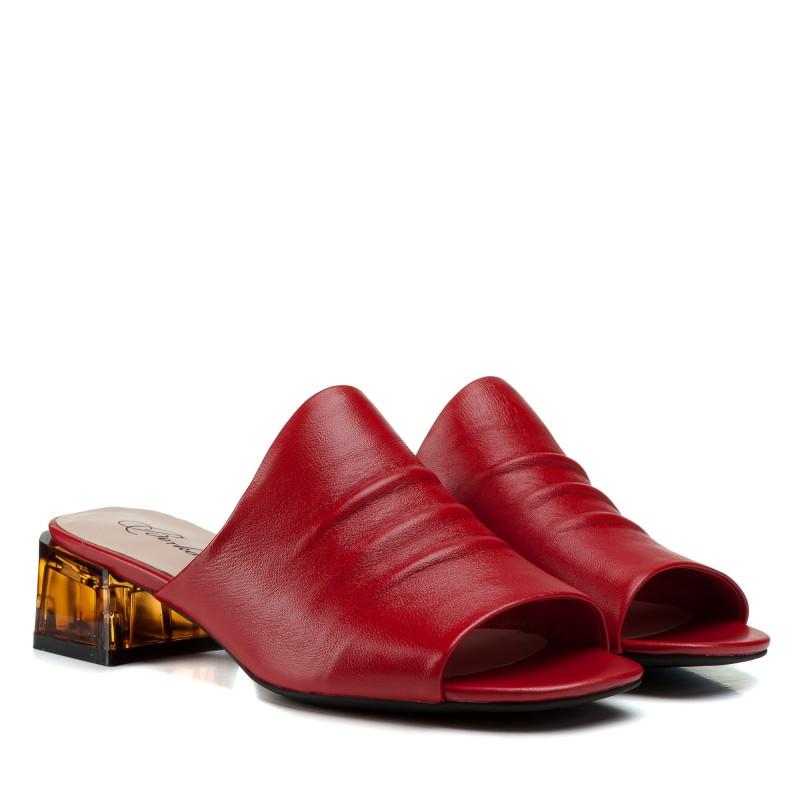 Шльопанці жіночі шкіряні червоні на низькому каблуку