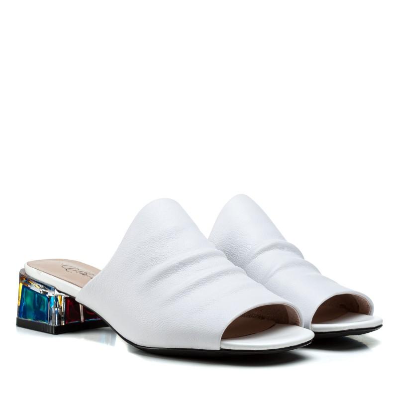 Шльопанці жіночі шкіряні білі на низькому каблуку