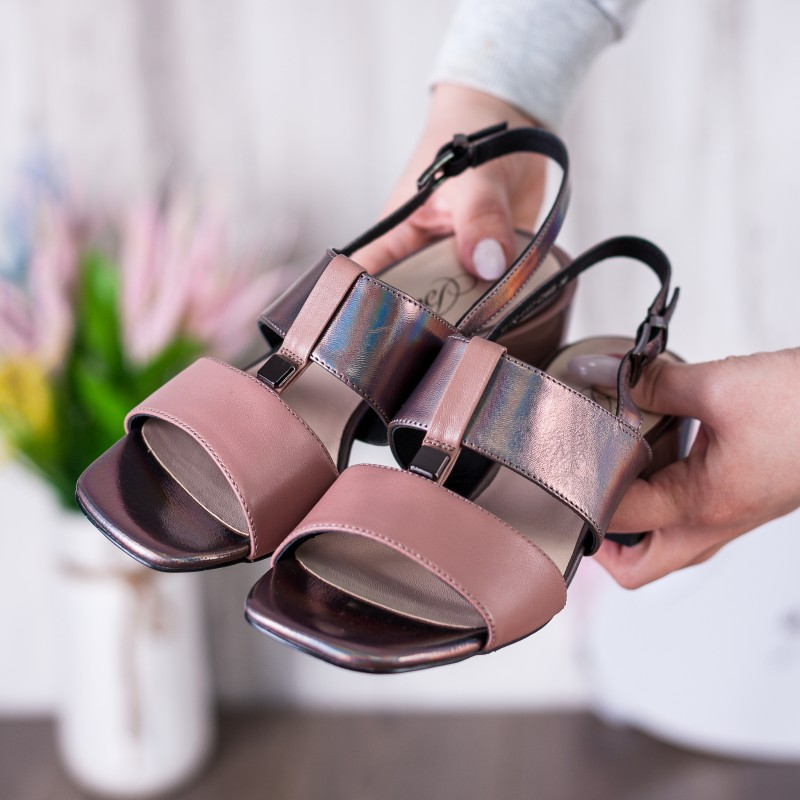 Босоніжки жіночі шкіряні бронзові на низькому каблуку