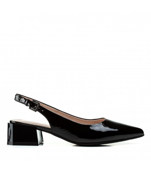 Босоніжки жіночі шкіряні на товстому каблуку