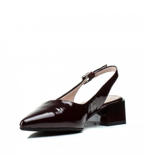 Босоніжки жіночі шкіряні бордові на низькому каблуку Berkonty