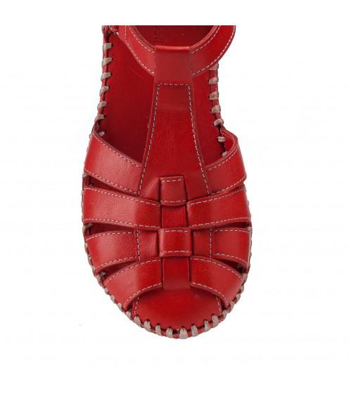 Босоніжки жіночі шкіряні червоні закриті  на танкетці Gossi