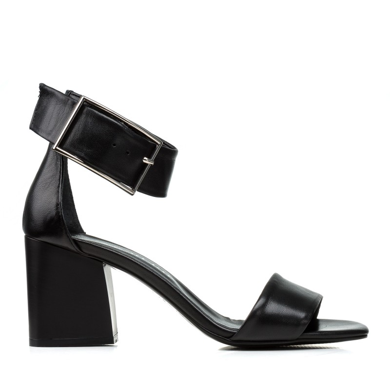 Босоніжки шкіряні чорні стильні на товстому каблуці Guero