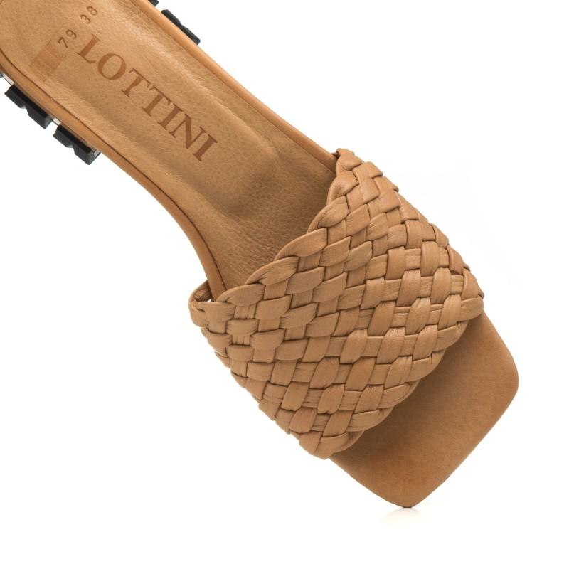 Шльопанці жіночі шкіряні на низькому ходу Lottini