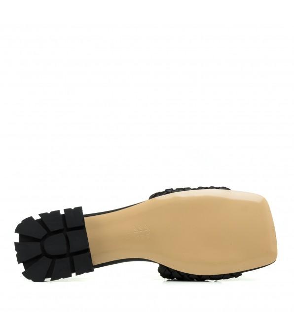 Шльопанці жіночі чорні шкіряні на низькому ходу Lottini