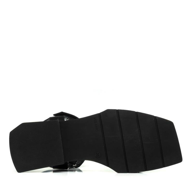 Босоніжки чорні шкіряні на низькому ходу Lottini