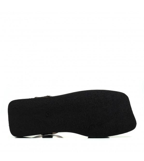 Босоніжки шкіряні чорні на плоcкій підошві Aquamarin