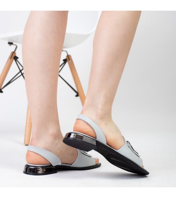 Босоніжки шкіряні сірі на низькому каблуку Aquamarin