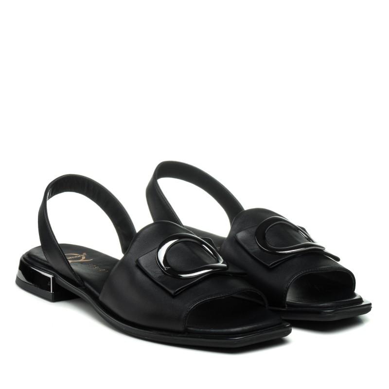 Босоніжки шкіряні чорні на низькому каблуку Aquamarin