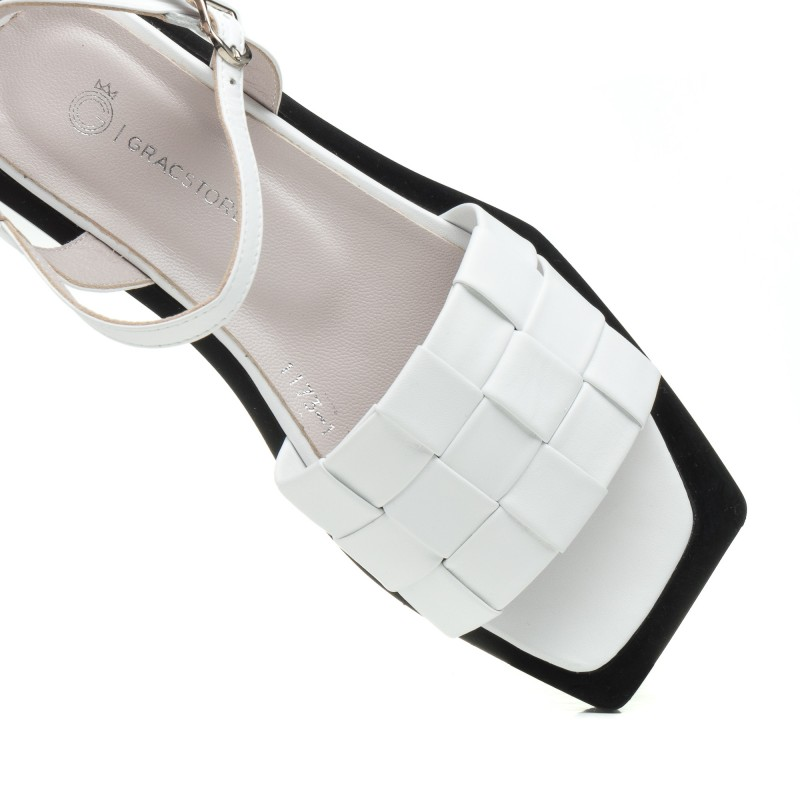 Босоніжки жіночі білі шкіряні Aquamarin