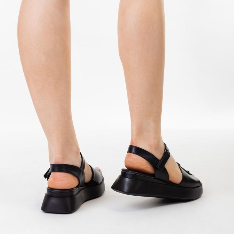 Босоніжки жіночі чорні шкіряні на платформі Phany