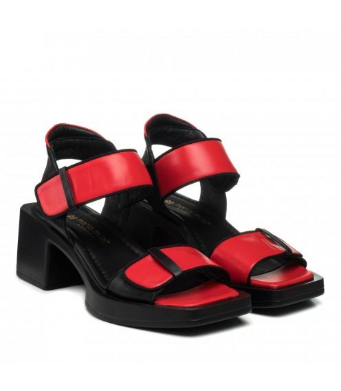 Босоніжки шкіряні червоні на товстому каблуку Mario muzi
